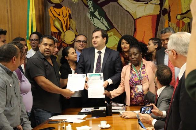 Movimentos campesinos e organizações sociais entregam para Maia a Carta da Terra. Pauta dos agrotóxicos é destaque.Foto:Thiago Darth