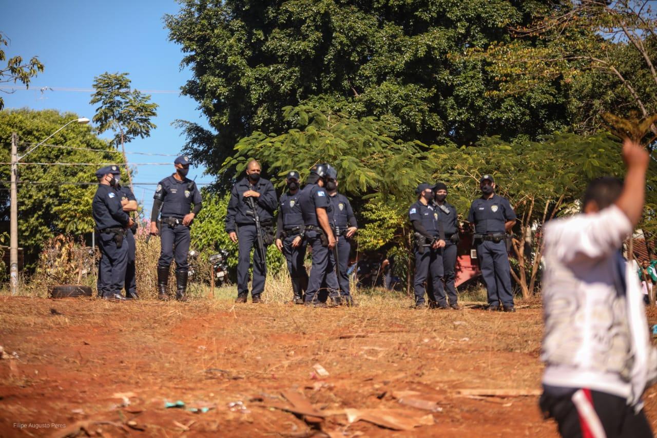 Segundo relatos das 15 famílias a ação de despejo da Comunidade das Mangueiras não foi acompanhada pelo Conselho Tutelar ou da Secretaria de Assistência Social do município. Foto: Filipe Augusto Peres