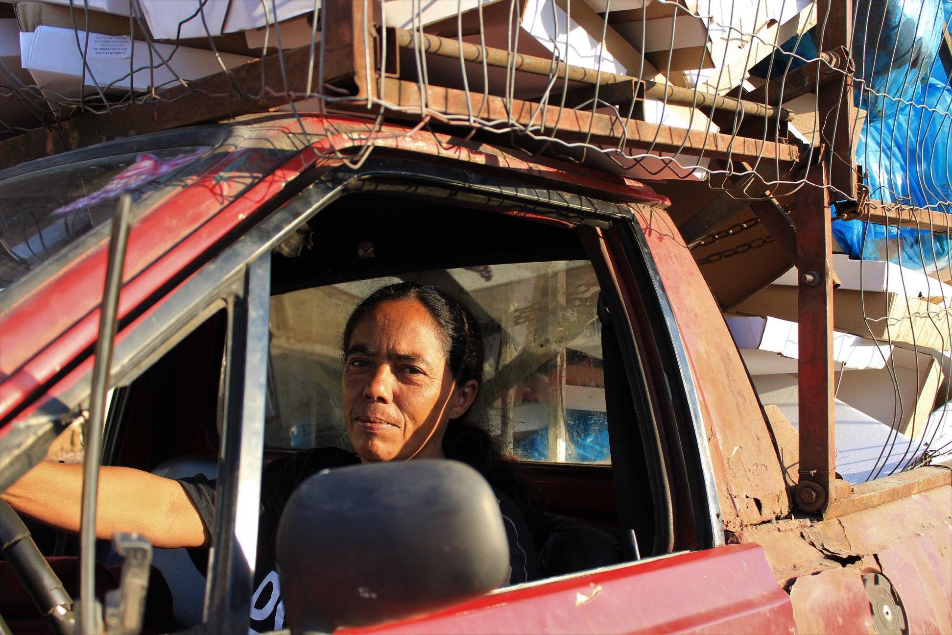 Tem sido o recurso do Bolsa Família e campanhas de solidariedade que garantem alimentos e renda mínima para a catadora Leila. Foto: Lizely Borges