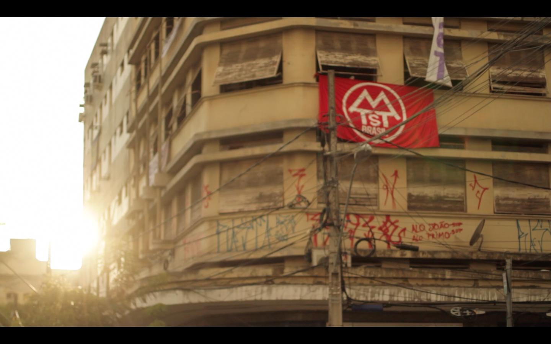 Resultado de imagem para documentário quem mora lá imagens
