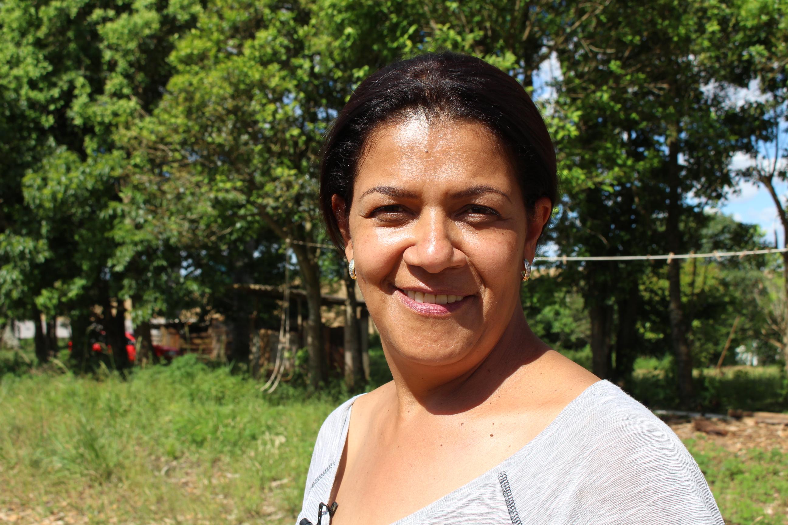 Mariluz, a presidenta da Associação, relata as memórias transferidas de pai para filha. Foto: Lizely Borges