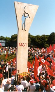 Monumento em homenagem a Antonio Tavares