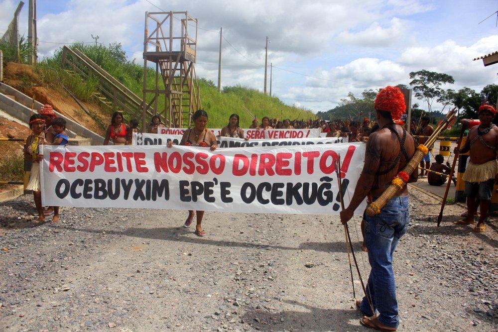 Protesto de povos indígenas contra projetos hidrelétricos; em 2013, protestos se estenderam a Brasília