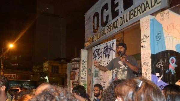 Oilson Alves, o Will Capa Preta, na porta da OCEL
