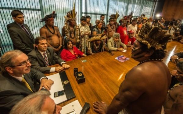 Em abril, lideranças indígenas encontraram-se com presidente da Câmara, Eduardo Cunha (PMDB-RJ) para protestar contra a PEC 215   Fábio Nascimento - Mobilização Nacional Indígena.