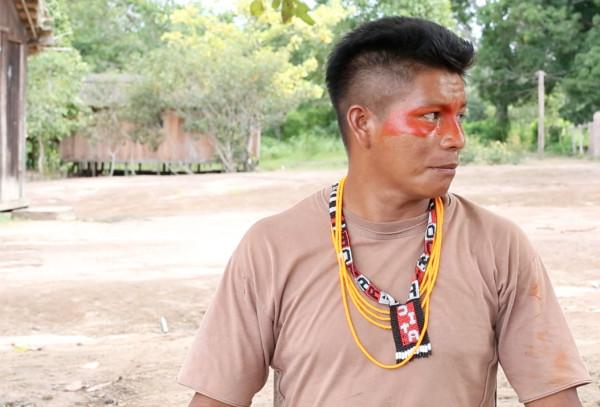 Dada Borari recebeu ameaças e foi espancado depois de denunciar as madeireiras (Foto: Ana Aranha)