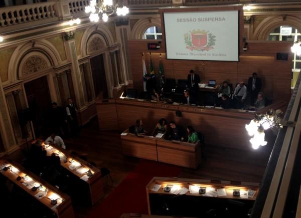 Votação foi suspensa enquanto vereadores se reuniam em sala separada para discussão proposta relacionadas aos Planos Setoriais.