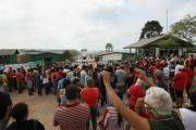 Moradores da Ocupação Tiradentes protestam contra a Essencis. Foto: Joka Madruga (arquivo abril/2015)