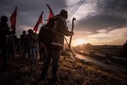 Há anos, trabalhadores sem-terra têm reivindicado a destinação de terras griladas pela madeireira Araupel para a reforma agrária / Mídia Ninja