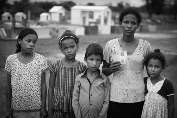 Janete da Silva Novato Alves e suas filhas e filho| foto: Caio Mota